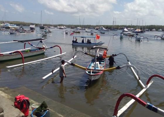 Nusabali.com - ombak-besar-nelayan-serangan-curi-curi-kesempatan-melaut