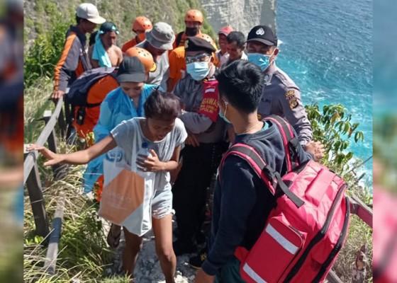 Nusabali.com - 2-pelancong-terseret-ombak-di-nusa-penida