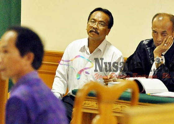 Nusabali.com - hakim-ancam-mantan-sekwan
