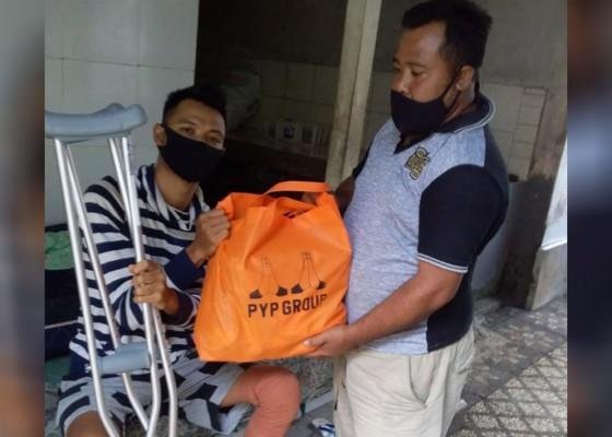 Nusabali.com - pyp-group-bagikan-sembako-sambut-hut-provinsi-bali-dan-hut-ri