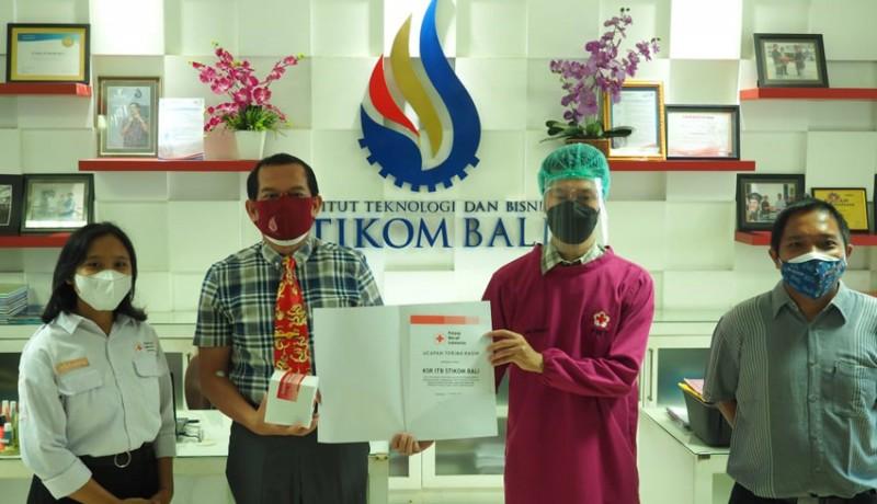 www.nusabali.com-sambut-hut-ke-19-itb-stikom-bali-gelar-donor-darah