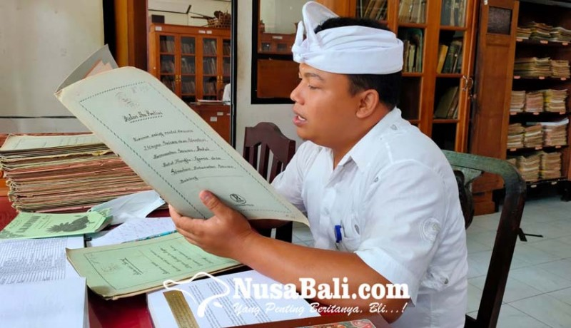 www.nusabali.com-ribuan-cakep-lontar-di-gedong-kirtya-dialih-aksara