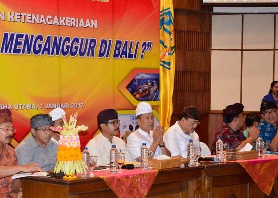 Nusabali.com - lulusan-sarjana-tiap-tahun-capai-25-ribu