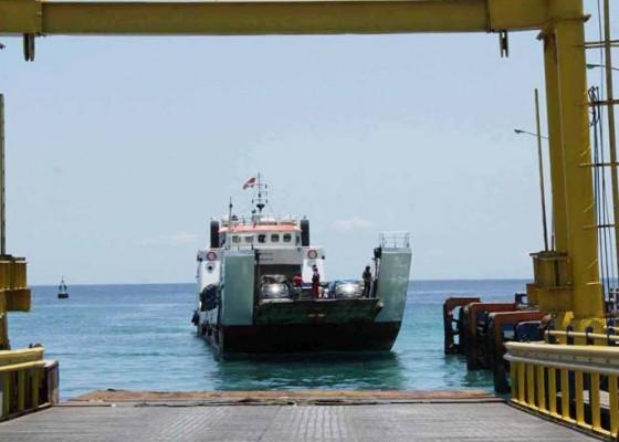 Nusabali.com - pelabuhan-padangbai-sempat-tutup