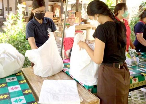 Nusabali.com - gerakan-pramuka-peduli-jadi-relawan-dapur-umum