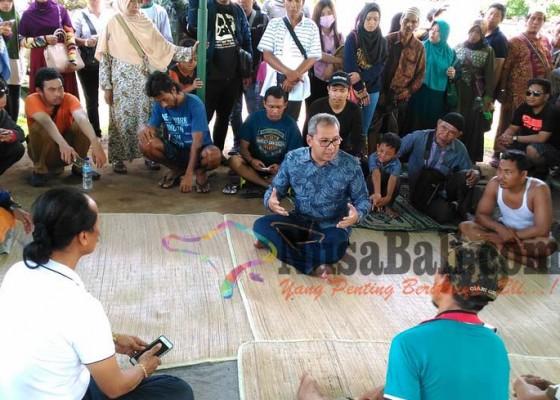 Nusabali.com - walikota-makassar-kunjungi-korban-penggusuran-kampung-bugis