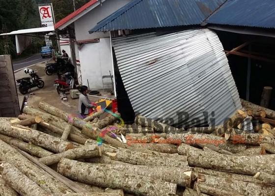Nusabali.com - rem-blong-truk-fuso-seruduk-rumah-warga