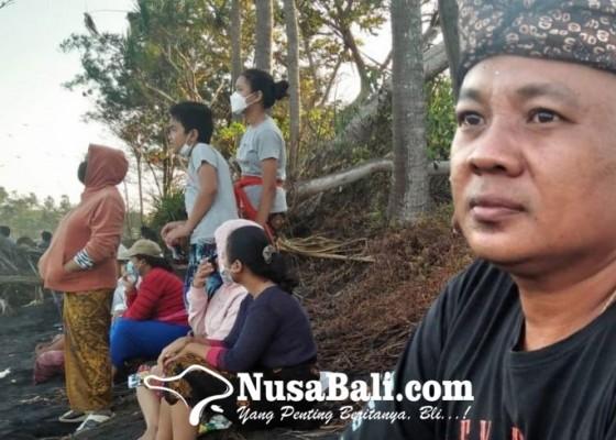 Nusabali.com - keluarga-korban-tenggelam-pantai-pering-gelar-upacara-nebusin