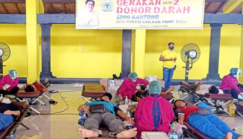www.nusabali.com-donor-darah-golkar-bali-tembus-1000-kantong