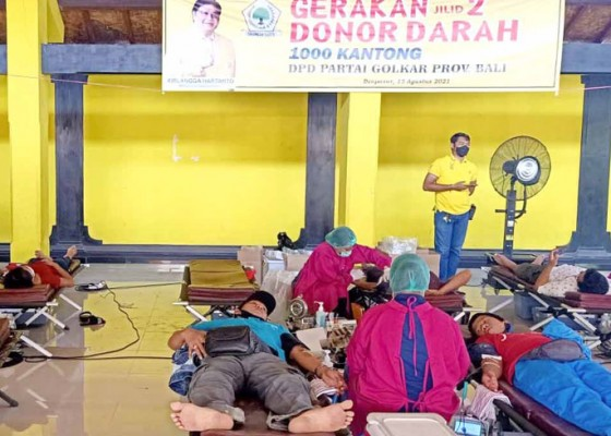 Nusabali.com - donor-darah-golkar-bali-tembus-1000-kantong