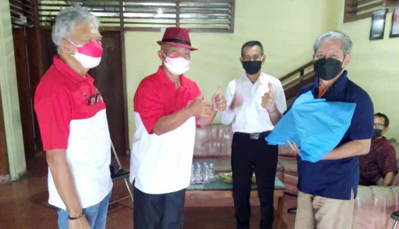 www.nusabali.com-alumni-smansa-beri-perhatian-khusus-penderita-tbc-saat-pandemi