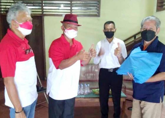 Nusabali.com - alumni-smansa-beri-perhatian-khusus-penderita-tbc-saat-pandemi