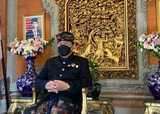 Nusabali.com - dua-tokoh-bali-terima-tanda-kehormatan-satyalencana-kepariwisataan-dari-presiden-jokowi