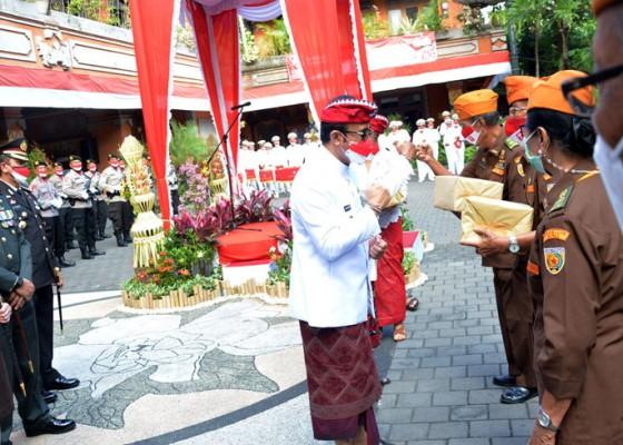 Nusabali.com - jaya-negara-pimpin-upacara-bendera-hut-ke-76-kemerdekaan-ri