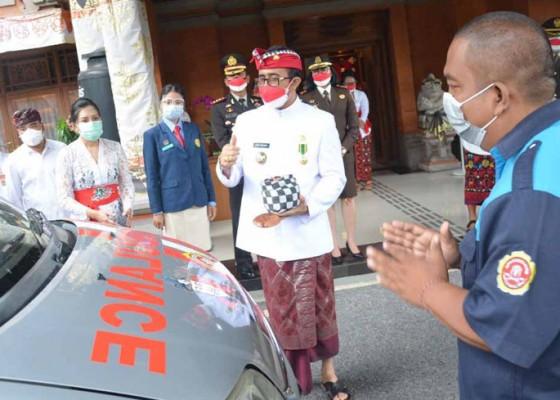 Nusabali.com - walikota-jaya-negara-resmikan-ambulan-karang-taruna-denpasar