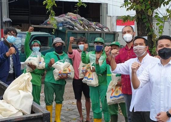 Nusabali.com - pandemi-kadin-gianyar-berbagi-nasi-bungkus-dan-sembako