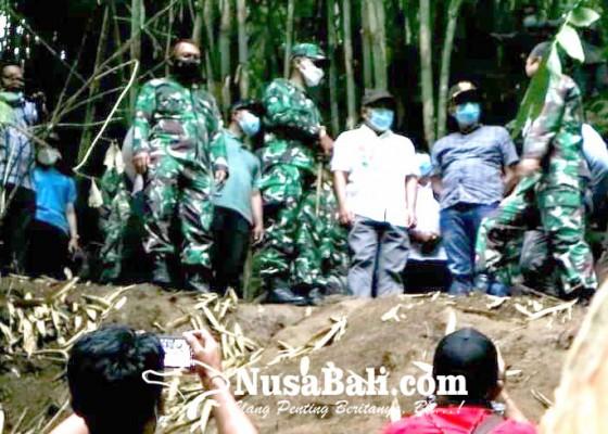 Nusabali.com - pangdam-pantau-pembangunan-pompa-hidram-di-desa-penglumbaran