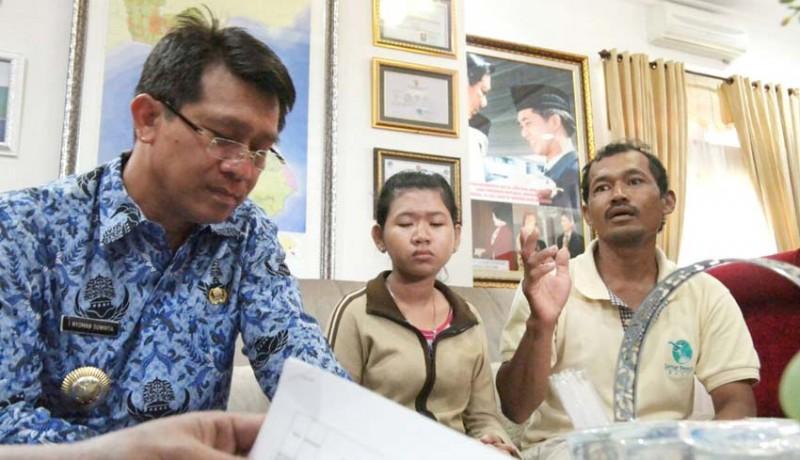 www.nusabali.com-warga-miskin-mengadu-ke-bupati-karena-ditolak-berobat-ke-puskesmas