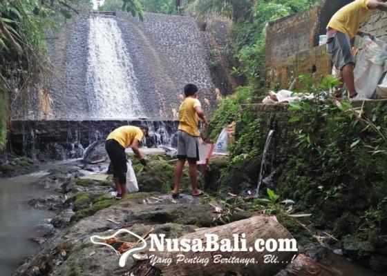 Nusabali.com - trash-hero-chapter-mas-ubud-beraksi-di-pura-beji-abianseka