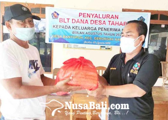 Nusabali.com - warga-terdampak-phk-digelontor-sembako