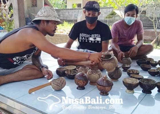 Nusabali.com - tiga-sekawan-produksi-perabot-kau-kau