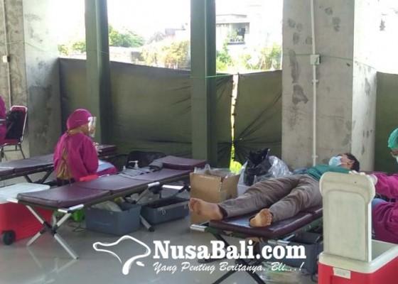 Nusabali.com - donor-darah-di-rumah-kakek-ajak-pemuda-peduli-kemanusiaan