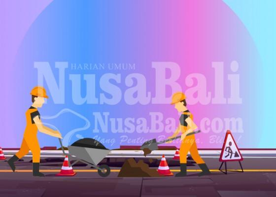 Nusabali.com - tabanan-perbaiki-jalan-rusak-53735-km