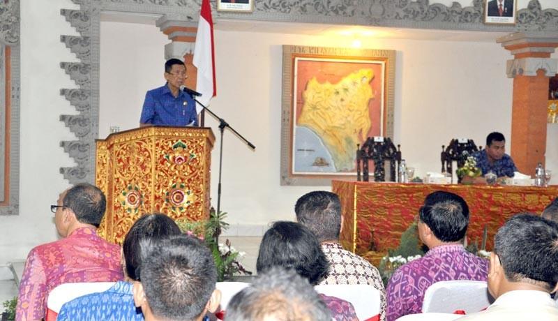 www.nusabali.com-penjabat-bupati-tabanan-minta-perbaikan-jalan-ke-gubernur