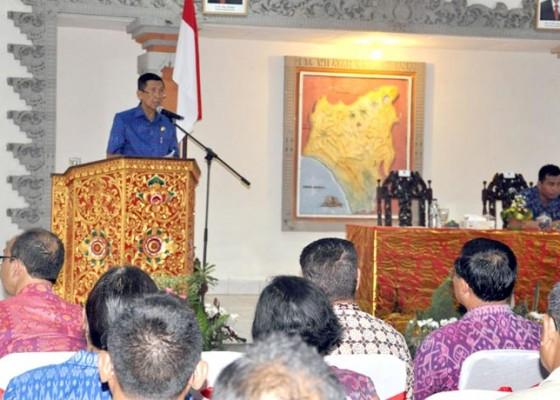 Nusabali.com - penjabat-bupati-tabanan-minta-perbaikan-jalan-ke-gubernur