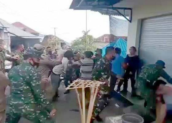 Nusabali.com - ricuh-swab-di-sidetapa-dandim-buleleng-dipukul