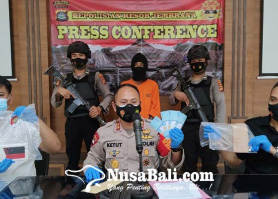 Nusabali.com - beli-hp-pakai-uang-palsu-transaksi-dilakukan-malam-hari-di-tempat-gelap