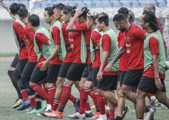 Nusabali.com - bali-united-vs-persik-buka-liga-1-20212022