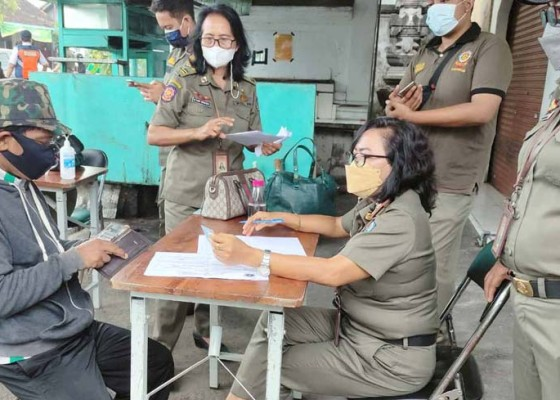 Nusabali.com - tim-yustisi-jaring-23-pelanggar-prokes-6-orang-didenda