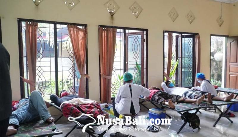 www.nusabali.com-mahasiswa-uhn-i-gusti-bagus-sugriwa-kkn-sambil-laksanakan-donor-darah