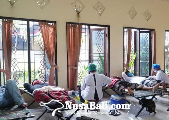 Nusabali.com - mahasiswa-uhn-i-gusti-bagus-sugriwa-kkn-sambil-laksanakan-donor-darah