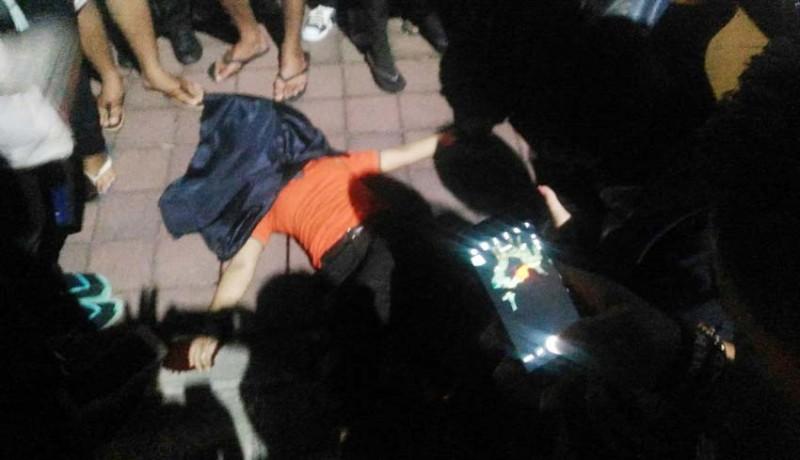 www.nusabali.com-tabrak-bus-parkir-karyawati-tewas