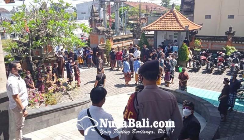 www.nusabali.com-krama-desa-adat-guwang-datangi-pn-gianyar