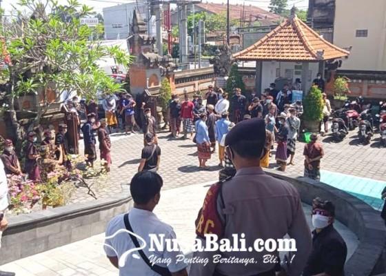 Nusabali.com - krama-desa-adat-guwang-datangi-pn-gianyar