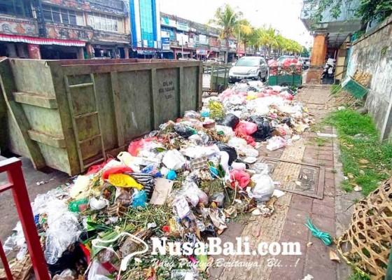 Nusabali.com - tpa-mandung-tutup-layanan-sampah-numpuk-di-sejumlah-titik