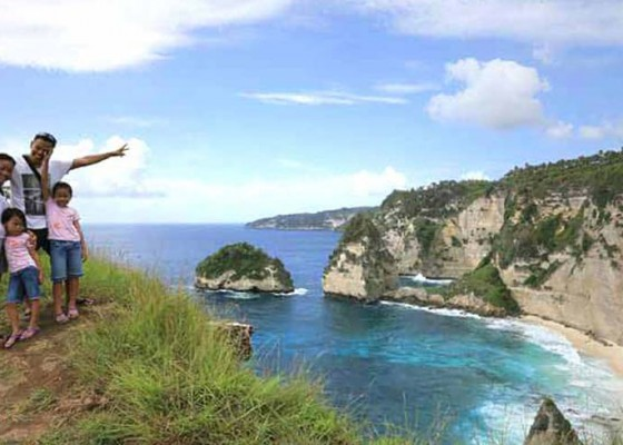 Nusabali.com - camat-stop-pungutan-di-pantai-atuh