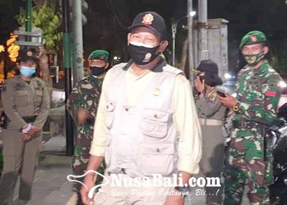 Nusabali.com - beraktivitas-di-lapangan-10-warga-disanksi-push-up