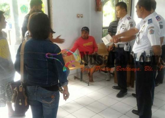 Nusabali.com - kru-bus-ditangkap-karena-paksa-penumpang-beli-tiket-dan-naik-bus