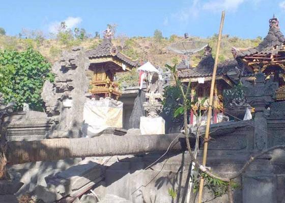 Nusabali.com - pura-sendetan-karang-sari-rusak-tertimpa-pohon-ental