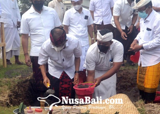 Nusabali.com - koster-letakkan-batu-pertama-pembangunan-sman-2-kuta-utara