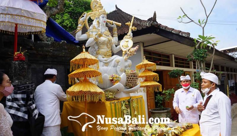 www.nusabali.com-sman-1-amlapura-mlaspas-patung-saraswati-dan-ganesha