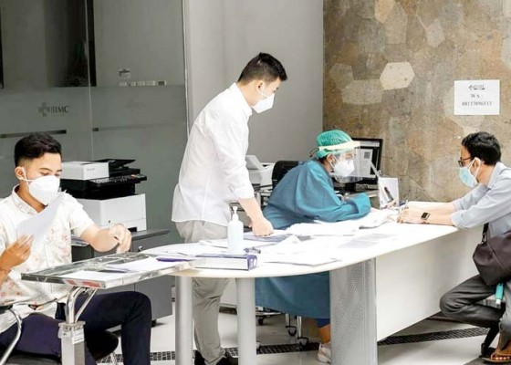Nusabali.com - gandeng-ohcc-udayana-itdc-gelar-rapid-antigen-survey