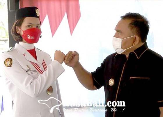 Nusabali.com - sukses-tugas-paskibraka-nasional-valentina-temui-bupati-tamba