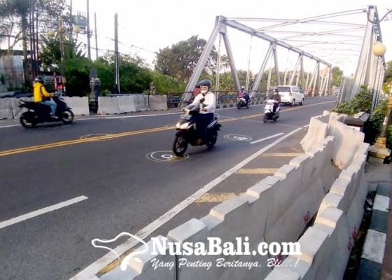Nusabali.com - arus-kendaraan-berat-dialihkan