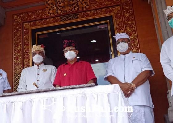 Nusabali.com - representasi-kokohnya-desa-adat-gedung-mda-badung-diresmikan-koster