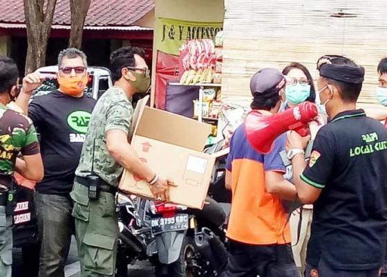 Nusabali.com - pedagang-pasar-tradisional-di-kuta-dibantu-masker